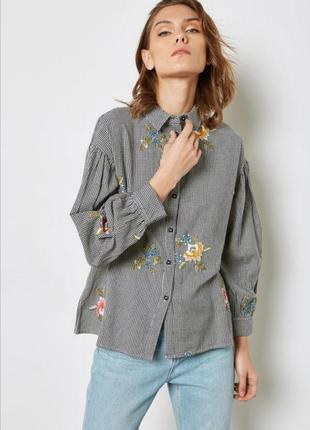 Стильная рубашка в гусиную лапку с вышивкой