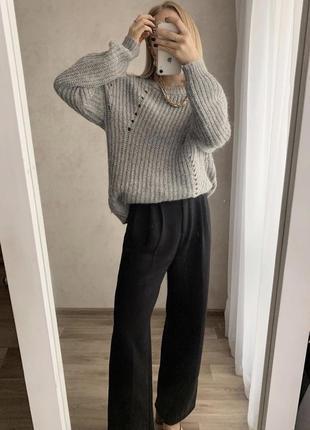 Серый вязаный свитер джемпер