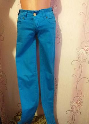 Синие стрейчивые штаны