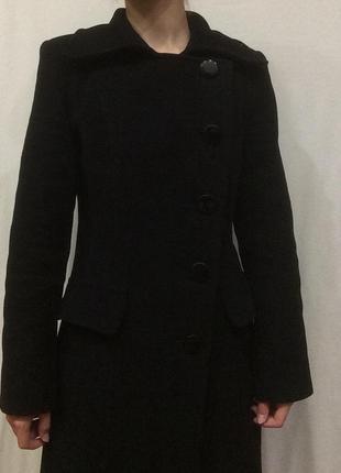 Чёрное базовое пальто