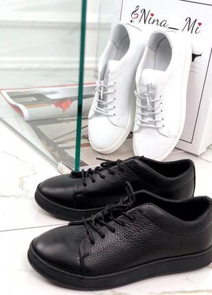 Женские кожаные кеды на шнурках в черном и белом цвете