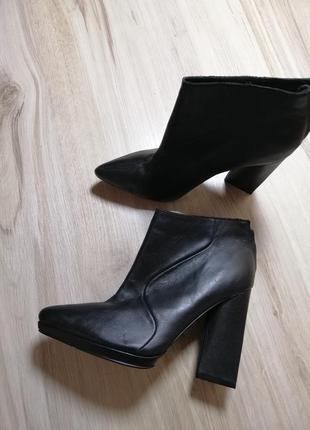 Натуральные кожаные ботинки ботильоны на блочном кожа