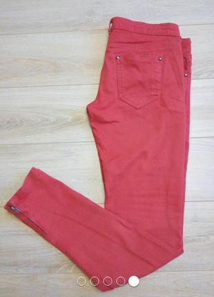 Красные джинсы bershka скинни