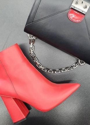 Демисезонные красные ботинки кожа