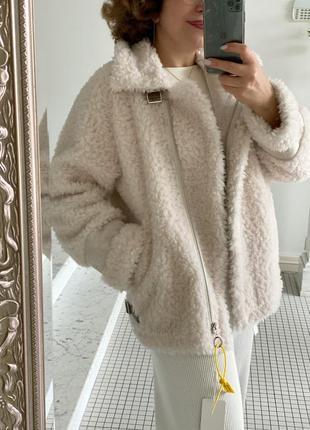 Меховая куртка косуха белая натуральная овчина