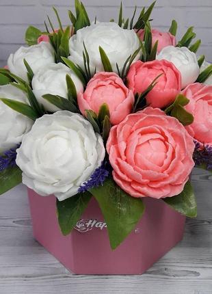 Букет цветов из мыла. ароматическая композиция. пионы бело-розовые.