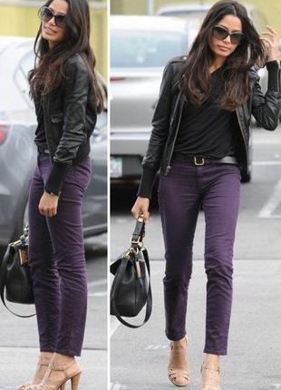 Актуальные трендовые байкерские джинсы баклажанового цвета f&f