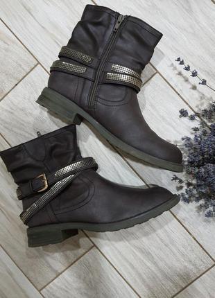 Демисезонные ботинки на молнии by la halle 39-40