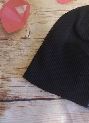 Черно-синяя шапка