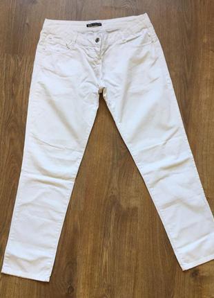 Красиві білі штани) добре підійдуть на весну та літо) від крутої фірми одягу) розмір s-m)