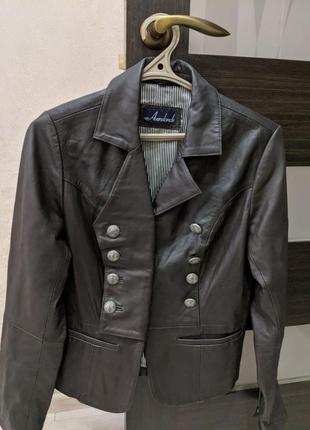 Шкіряна куртка р.38