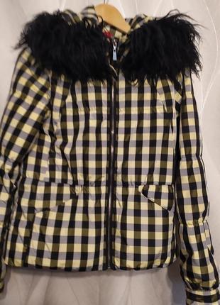 Красивая укороченная куртка с капюшоном р.s