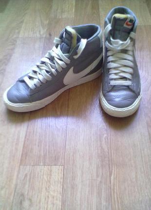 Трендовые высокие кожаные кроссовки nike оригинал 36р 23см