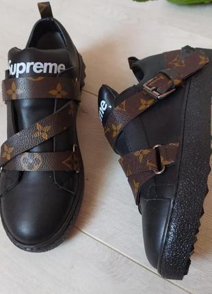 Кроссовки-слипоны в тренде, стильные, удобные кросы