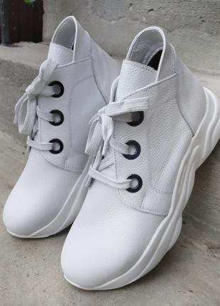 Кросівки на байці. осіннє взуття.
