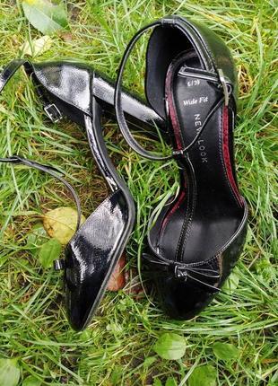 Лаковые туфли в стиле 80ых с бантиком и толстым каблуком