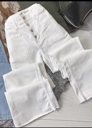 Белоснежные джинсы zara