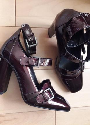 Туфлі з натуральної лакованої шкіри