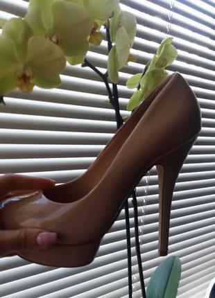 Лаковые туфли бежевые  zara mango asos