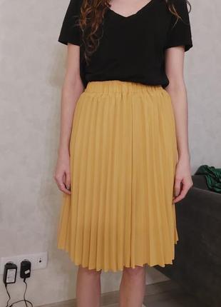 Жёлтая юбка плиссе