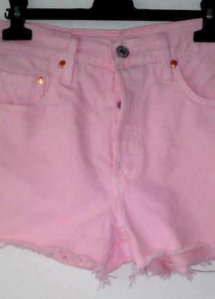 Брендовые розовые шорты от levi's premium.