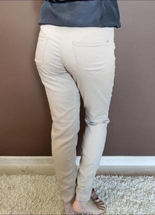 Бежевые джинсы bershka брюки
