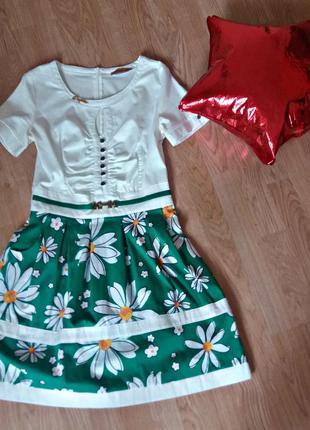 Милое платьице с цветочной юбкой