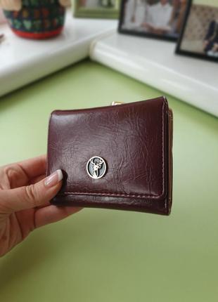 Вместительный кошелек для маленькой сумочки