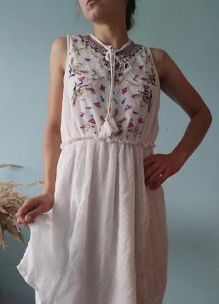 Ніжне стилізоване плаття з вишивкою clock house size l