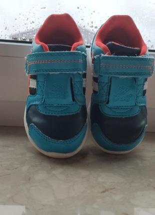 Кросівки фірмові. дитяче взуття