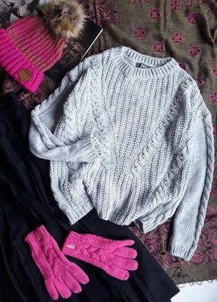 Красивый свитер с бусинами