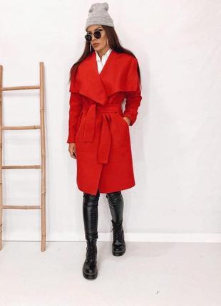 Красиве ефектне стильне пальто