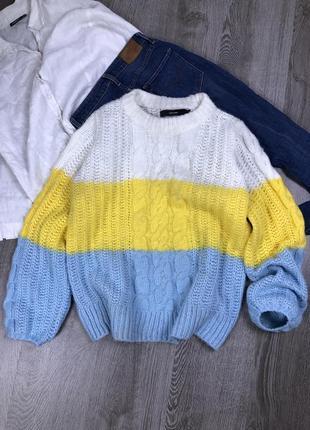 Толстенький красивый свитер оверсайз