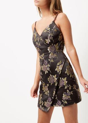Платье чёрное серое металлик в цветочный принт на брительках новое river island