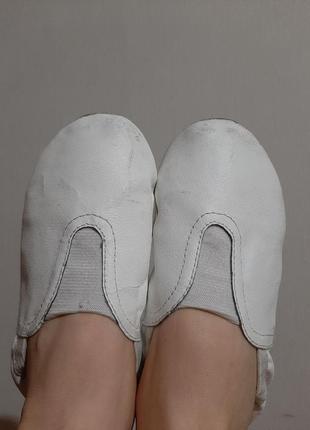 Белый балетки/чешки для танцев, гимнастики1 фото