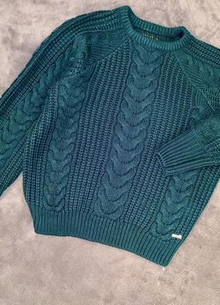 Вязаный изумрудный свитер