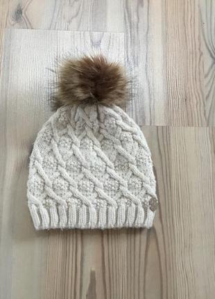 Вязаная шапка reserved