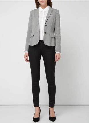 Лаконичный серый трикотажный пиджак блейзер marc cain marccain