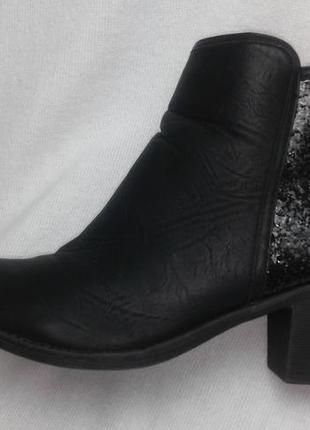 Стильные ботиночки казаки  с глиттером