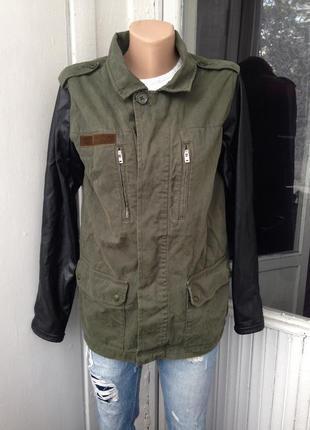 Классная парка куртка ветровка с кожаными рукавами
