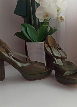 Натуральная кожа люкс бренд шикарные босоножки на широком устойчивом каблуке хаки