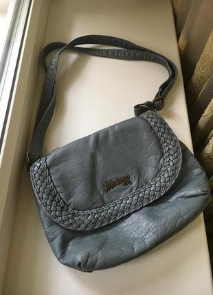 Кожаная маленькая сумка с длинной ручкой