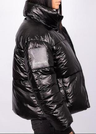 Обьемная куртка пуховик на холлофайбере.