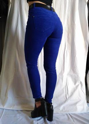 Очень крутые вельветовые скинни цвета электрик от h&m, узкие штаны с замками внизу