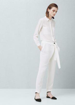 Белые брюки багги чинносы mango