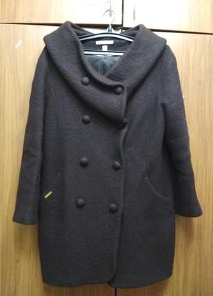 Буклированое пальто с большим капюшоном