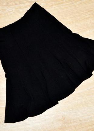 Черная трикотажная юбка миди с клиньями р.s