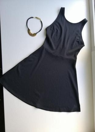 Женское, маленькие черное платье.