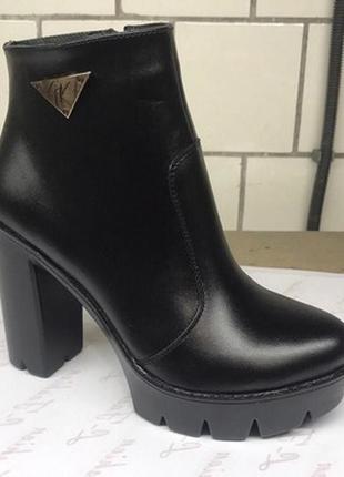 Натуральные кожаные ботинки на высоком каблуке