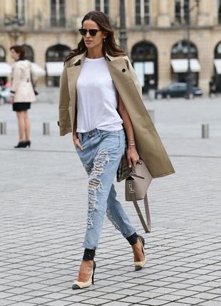 Укорочённые рваные джинсы